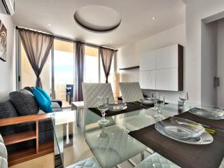 Outstanding Tigne Seafront 3-bedroom Apartment, Sliema