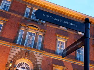Simply 5* Luxury in the heart of York - sleeps 4. Superb location with parking