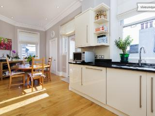 3 bed flat, Stamford Brook Avenue, Chiswick, London