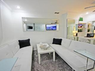 Convertible Living room with 2 Designer Daybeds