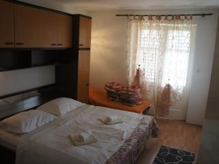 Nicky Apartment 2 for 2 with WiFi, Ciudad de Rab