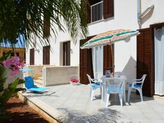 BAIA SANTA MARGHERITA APARTMENT close to the beach, Castelluzzo