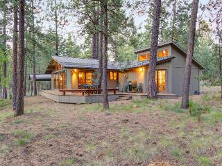 Recently renovated dog-friendly home w/ back deck, shared pool, SHARC access
