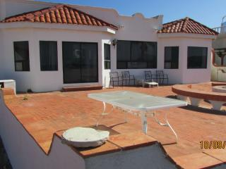 CASA BLANCA 2 BED 2 BATH OCEANFRONT, Ensenada