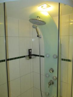 shower panel with 3 functions, hot & cold water with high pressure