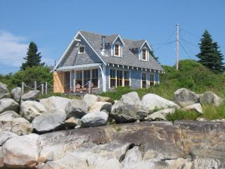 THE BOATHOUSE COTTAGE - Oceanfront