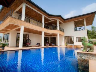 Dreamy Pool Villa Nearby Lake!, Pattaya