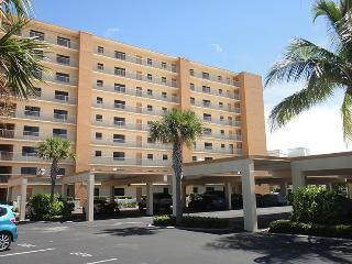 7520 Ridgewood Ave Unit #201 :: Cape Canaveral Vacation Rental