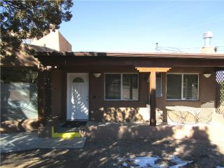Feel Right at Home - 1 Bedroom 5 miles to Plaza