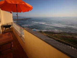 Prime Oceanfront Apartment in Ericeira's Center
