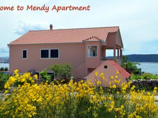 Cosy Apartment Mendy 4 stars with sea view, Kastel Sucurac