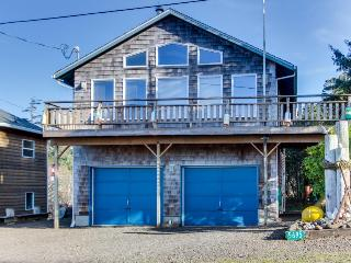Cozy, family and dog-friendly beach home w/ocean & lake views & firepit