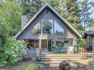 Lovely dog-friendly home w/ lakefront views, dock, and a private guest cottage!, Florence