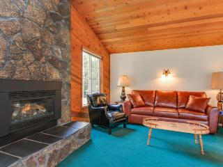 Ultra-cozy dog-friendly house w/ all the comforts of home & the perfect location, Lincoln City
