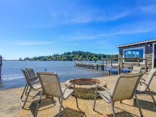 Premier lakefront home w/private hot tub, gorgeous views & private dock -dogs ok