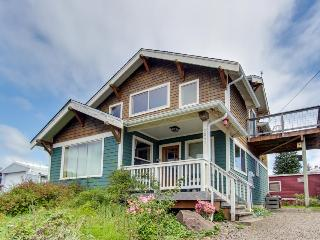 Lovely home w/ ocean views, private hot tub & entertainment - dogs welcome!, Netarts