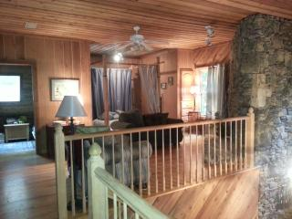 LakeFront FishingParadise--3000 sq ft Family Cabin, Cedar Bluff