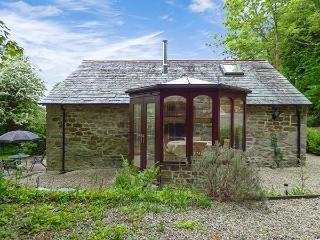 BULLS COTTAGE, barn conversion with woodburner and WiFi, near Camel Trail, in