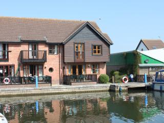 Waveney Cottage, Waterside Holiday Accommodation, Wroxham