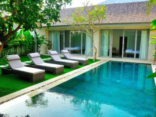 Mia, 3BR Luxury Villa with Private Pool, Canggu