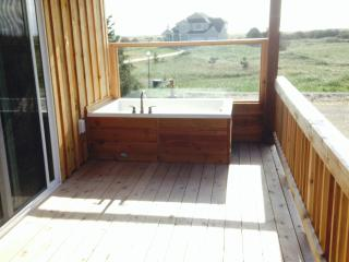 """Beach View, New home, Jetted Tubs on deck, 70"""" TV"""
