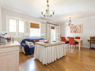 San Bernardo apartment in Casco Antiguo {#has_lux…, Sevilla