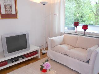 Vacation Apartment in Bonn - 592 sqft, quiet, sunny, central (# 8082)