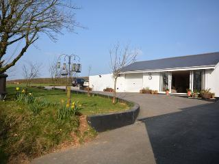THECE Bungalow in Totnes, Washbourne