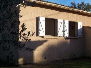 maison mitoyenne, jardin, bbq à 150 m de la plage, Poggio-Mezzana