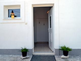 Slatine Ciovo BEACHFRONT Apartment close to Trogir