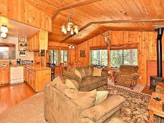 4BR/3BA House in Tahoe Donner, Rec Center, Golf, Ski Access, Sleeps 10, Truckee