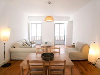 Bright & Spacious Apartment, Lissabon