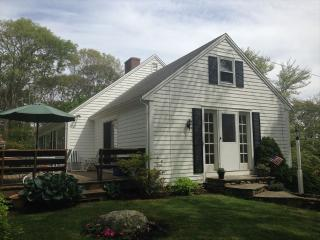 1/2 MILE to PRIVATE RACING BEACH, SLEEPS 9,NICE! 126523, Falmouth