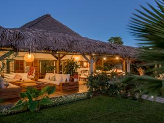 Villa Lakana en bordure de plage, Nosy Be