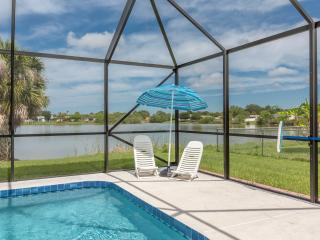 Addy by the Lake with 4 sleeps and heated pool