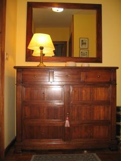 Mueble en el hall de entrada