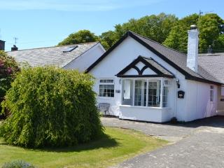 Bungalow 5-minutes walk from Llanbedrog Beach
