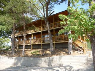 Rustic 3 bedroom suite on the Lake of the Ozarks