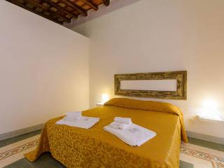 Room with bathroom 100 meters from the port