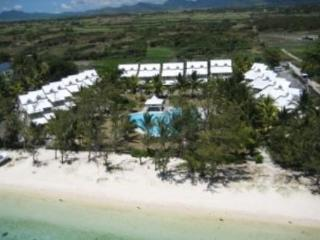 Luxury Beach House, Directly ON the Beach Big Pool, Belle Mare