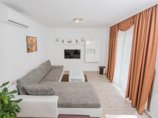 De Luxe Apartment - mountain view., Kastel Novi