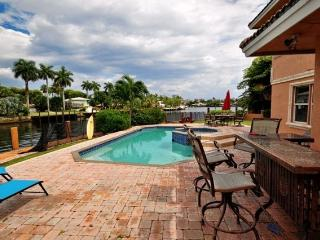 Beautiful Large 5 Bedroom 5 Bath Home on the Water, Pompano Beach