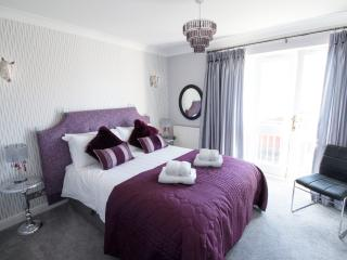 The House at Waters Edge, City Centre, 3 Bedroom, 3 Bathroom, 2 parking Netflix, Chester