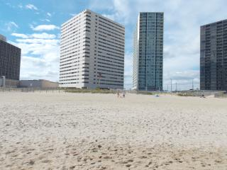 Beautiful Beachfront Condo, Ocean City