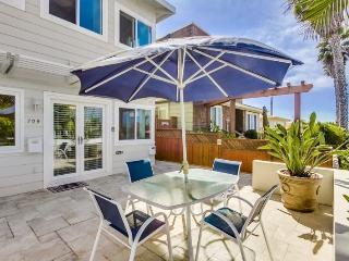 Don's Law Street Lodgings: Lovely 2 bed/2bath condo with Ocean view patio, 5 houses from Ocean, Bikes, WiFi, San Diego