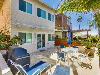 Don`s Law Street Beach Loft: Large private balcony with BBQ, San Diego