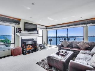 Karla`s Riviera Villa: On beautiful Sail Bay, Steps to Sand, Bikes, WiFi, San Diego