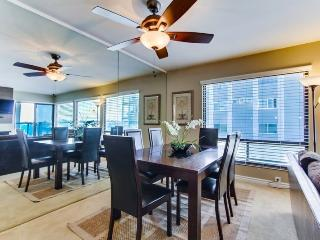 Dining table for a family of 6 - enjoy a home cooked meal while on vacation