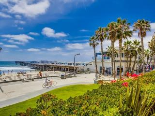 Crystal's See the Sea Condo: On Boardwalk at Crystal Pier, Portable AC in bdrm, Hot Tub, Wifi, & Bikes, San Diego