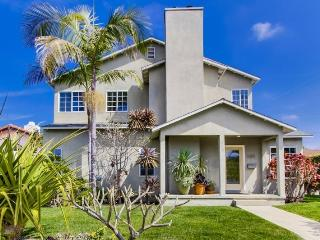 The Grande House plus studio: Beautiful house in Sunset Cliffs! Large Backyard, BBQ, Dog OK, Bikes, Wifi, Encinitas